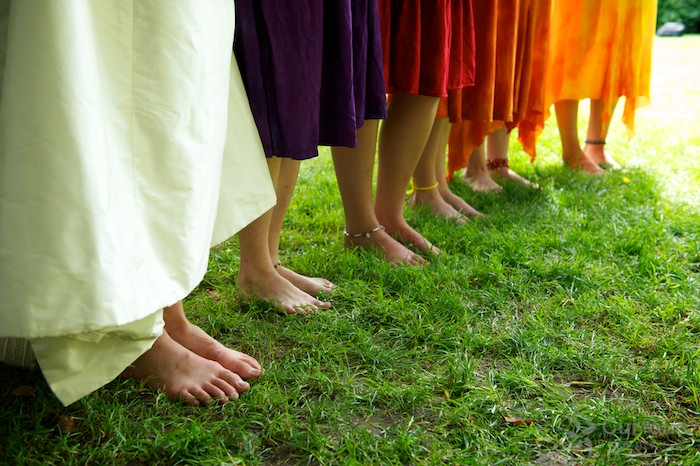 barefoot bridesmaids with colorful dresses (close up)