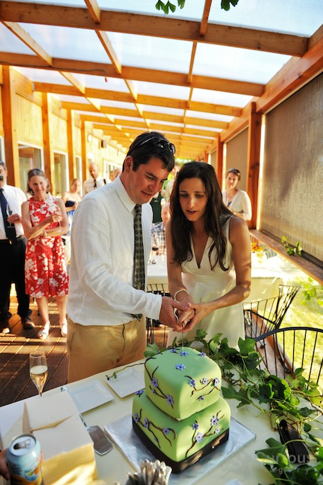 bride and groom cut green cake